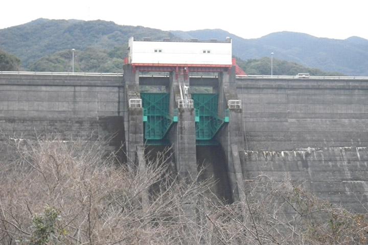 神浦ダムゲートの保守点検業務