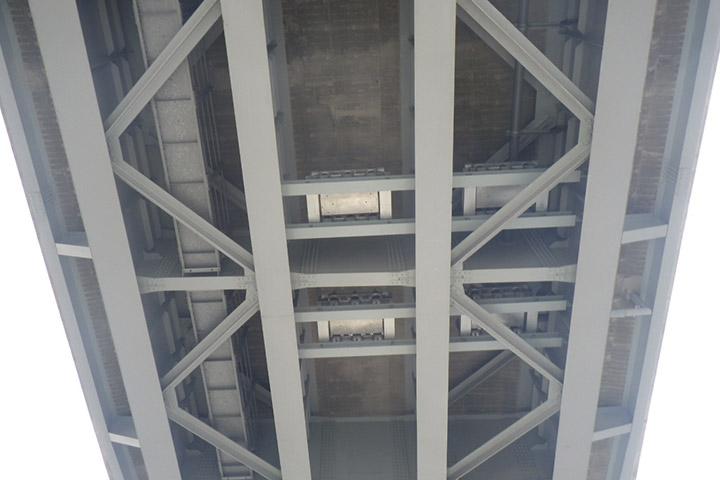 佐世保高架橋の制振工事